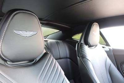 Aston Martin DB11 Coupe V8